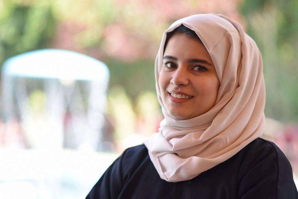 رائدة الأعمال اليمنية المصورة أ. هوازن خالد، صاحبة هوازن فوتوغرافي في أول لقاء على القناة